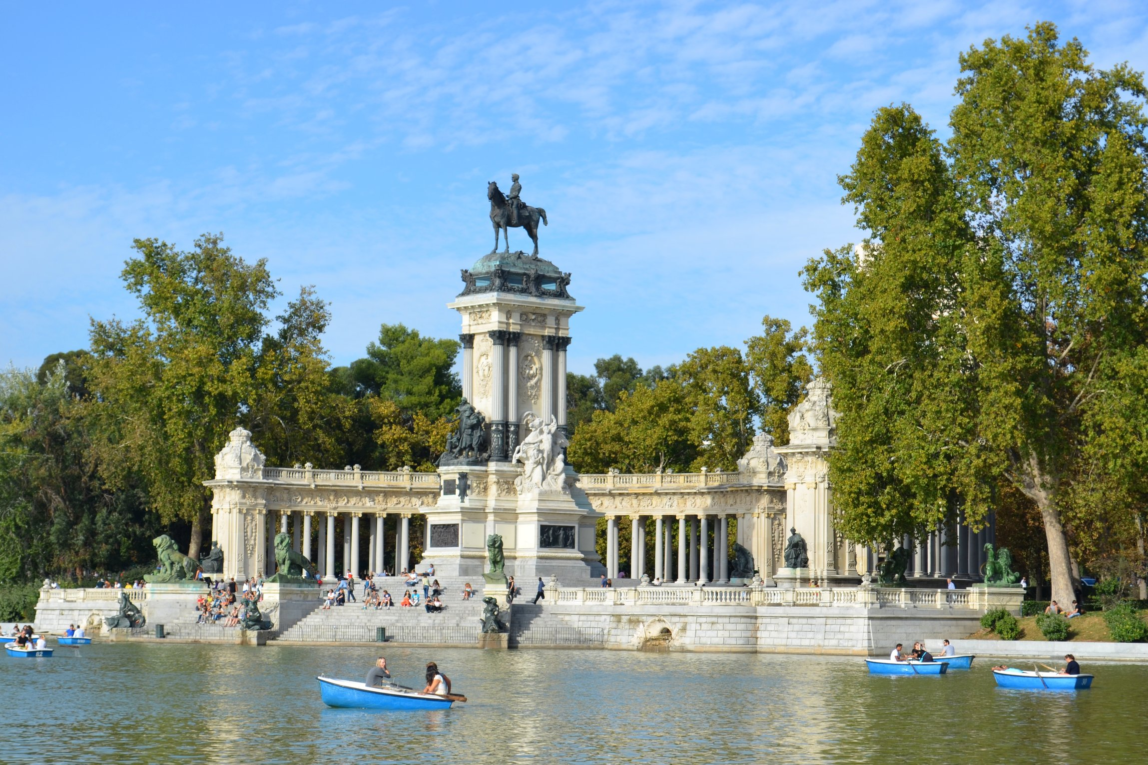 Top 10 best free things to do in madrid travel tips for Parque del retiro madrid