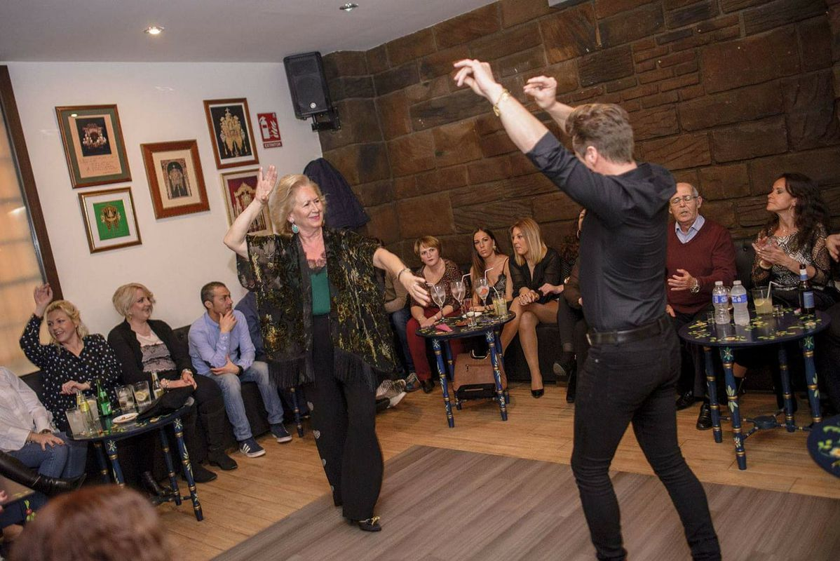 Lola De Los Reyes Tablao Flamenco Nightlife In Sevilla Likealocal Guide